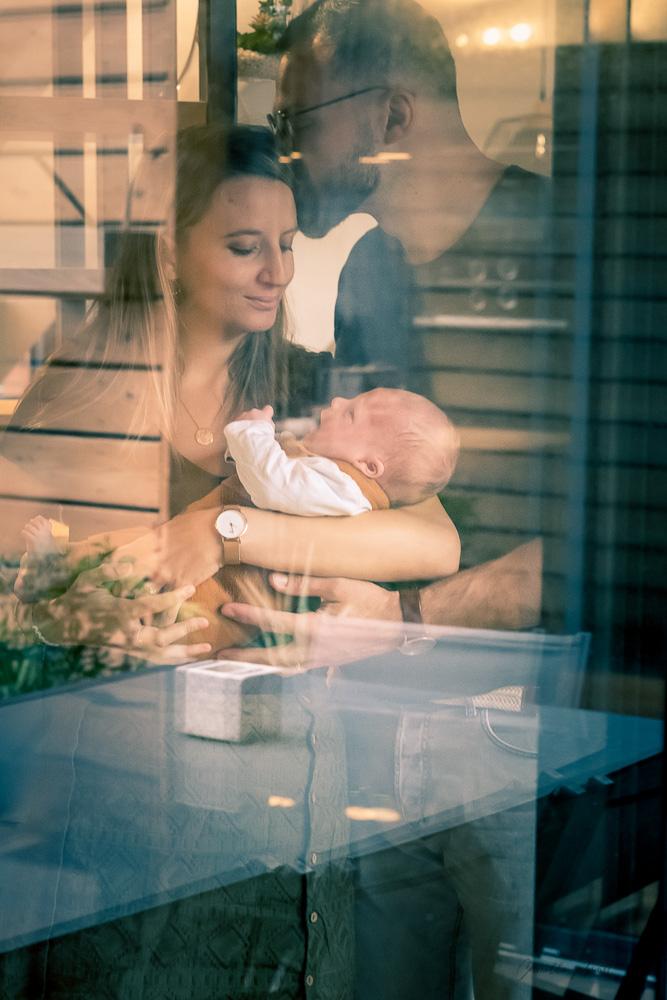 photographe-clermont-homme-portrait- bebe- nouveaune